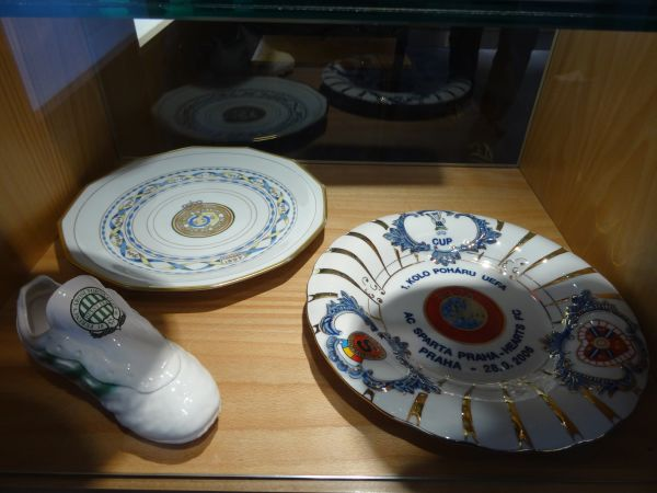 Some very nice gifts, like the plates of Union St. Gilles and Sparta Prague